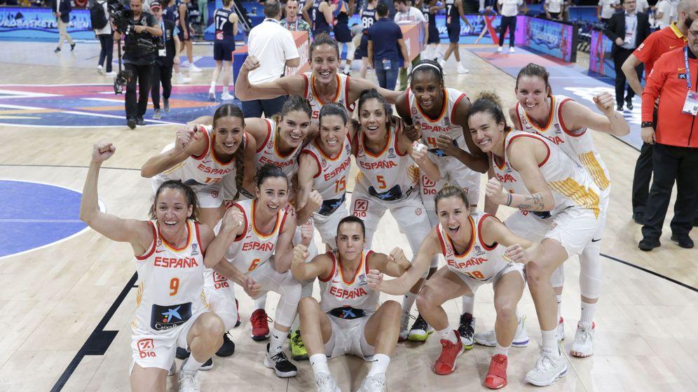 Foto: El combinado español tras ganar la final del Eurobasket. (EFE)