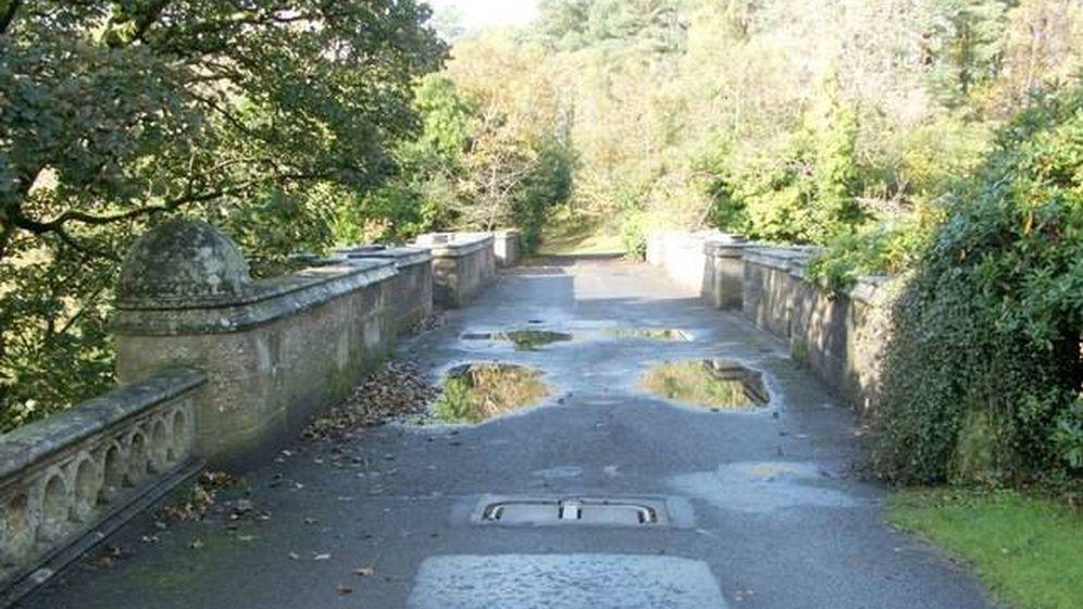 Foto: El puente de Overtoun, en Escocia. (Wikipedia)
