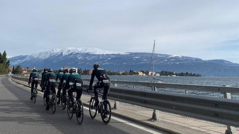 Tres ciclistas del Bora-Hansgrohe, hospitalizados tras un atropello múltiple