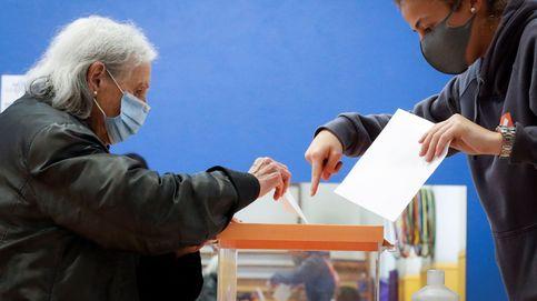 La participación marca el mínimo histórico en País Vasco y sube cinco puntos en Galicia