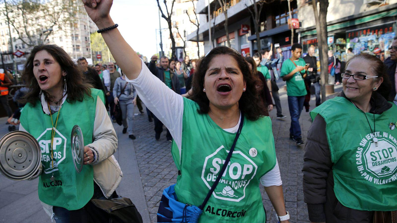 Foto: Varias mujeres durante una cacerolada convocada por la Plataforma de Afectados por la Hipoteca (PAH). Foto: EFE