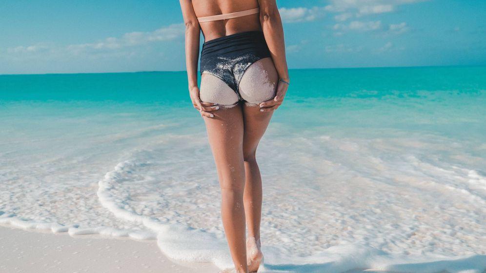 Foto: Presume de piernas en la playa. (Jakob Owens para Unsplash)