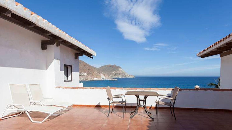 Por fin una terraza frente al mar de San José, en el Cabo de Gata.