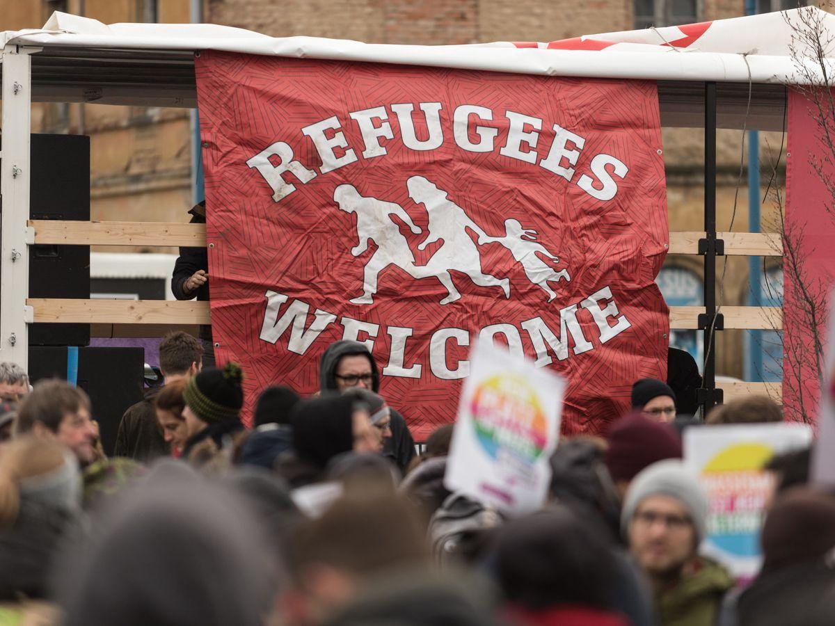 Foto: Protesta contra el partido ultraderechista AfD en Riesa, Alemania. (EFE)