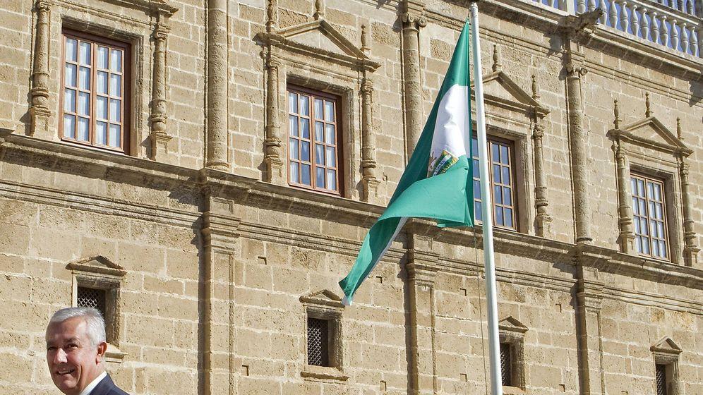 Foto: La bandera de Andalucía en el Día de la Comunidad. (EFE)