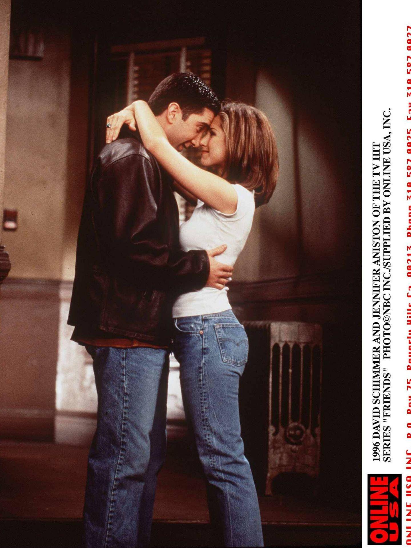 David Schwimmer y Jennifer Aniston, interpretando a Ross y Rachel en 'Friends'. (Getty)