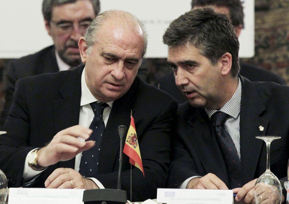 Foto: El ministro del Interior, Jorge Fernández Díaz (i), y el director general de la Policía, Ignacio Cosidó. (EFE)
