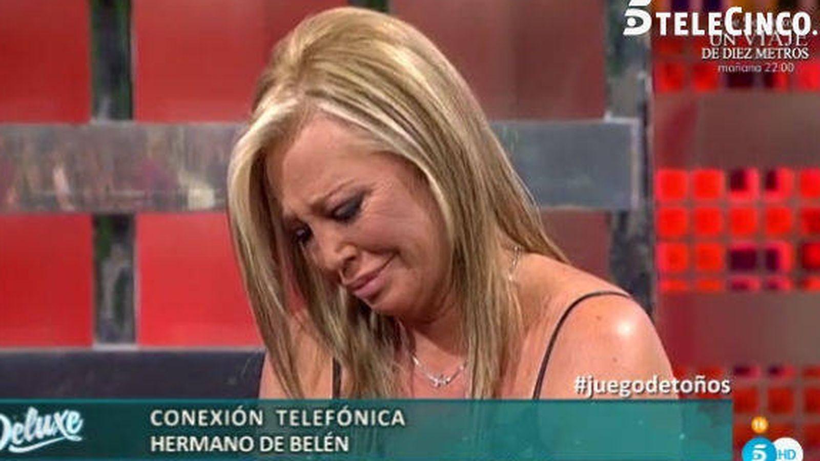 Foto: Belén Esteban llora durante la intervención de su hermano Paco