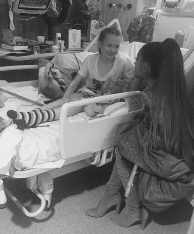 Foto: Ariana durante su visita al Hospital Infantil de Mánchester.