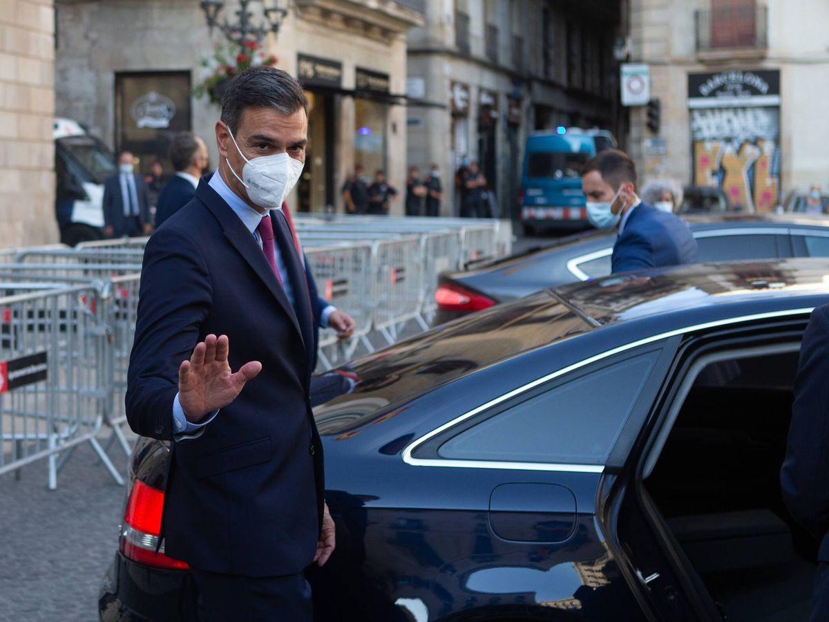 Foto: El presidente del Gobierno, Pedro Sánchez, abandona el Palau de la Generalitat este miércoles. (EFE)