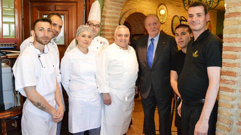 El Rey Juan Carlos, tras su ruta Michelin, se deja seducir por el mejor cocido del mundo