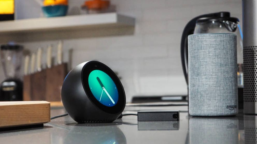 Echo Spot: Amazon mete su asistente virtual hasta en un despertador