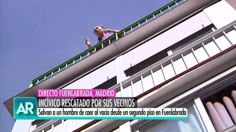 Vecina reprochando a la reportera de Ana Rosa. (Mediaset)