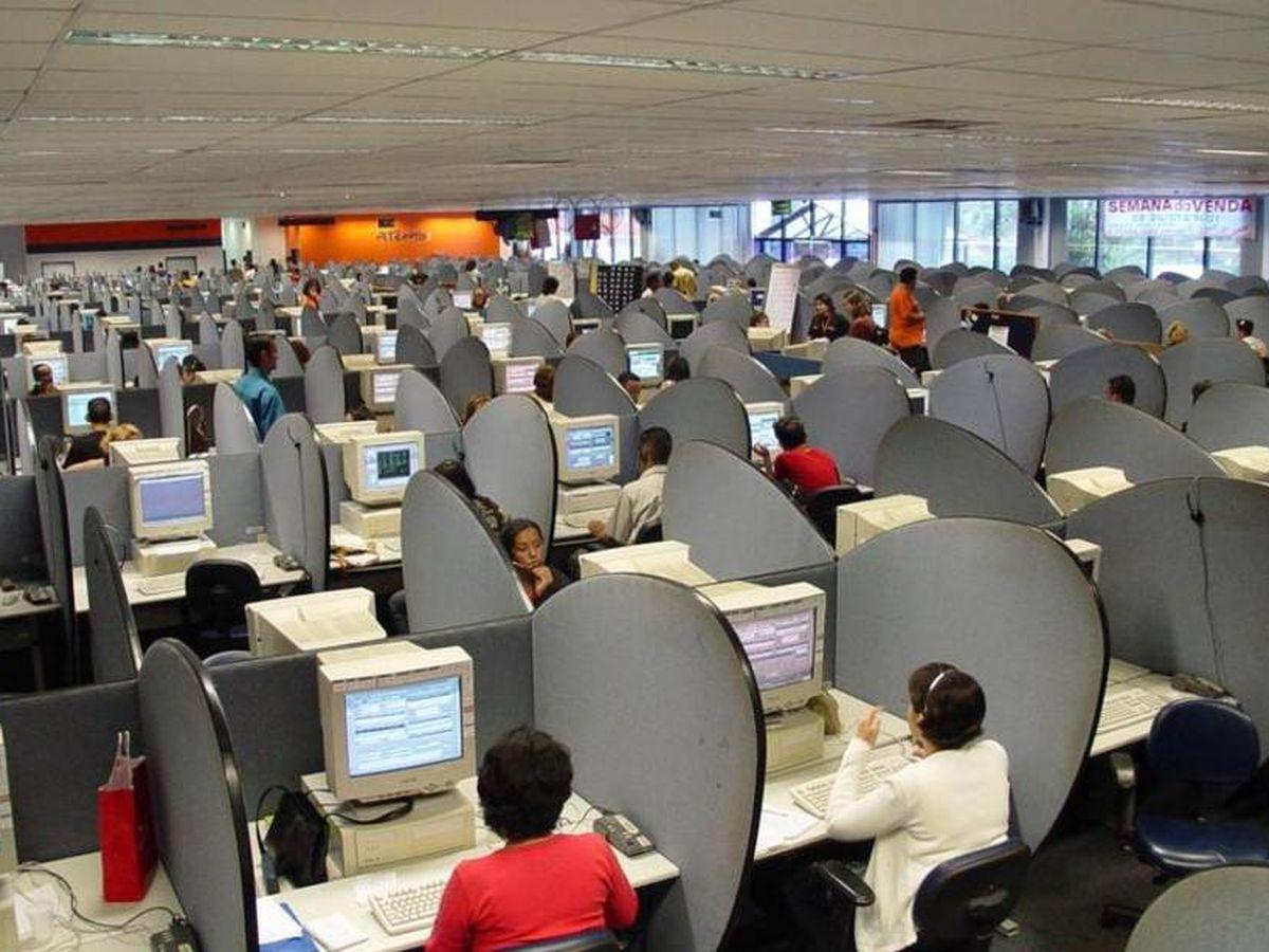 Foto: Imagen de archivo de una oficina de teleoperadores.