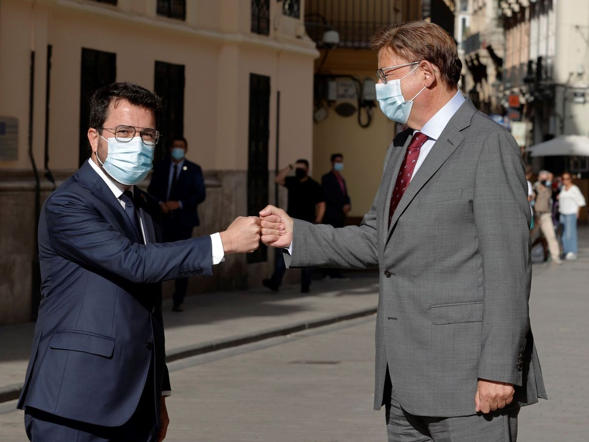 Foto: Pere Aragonès y Ximo Puig, minutos antes de su reunión en Valencia este miércoles. (EFE)