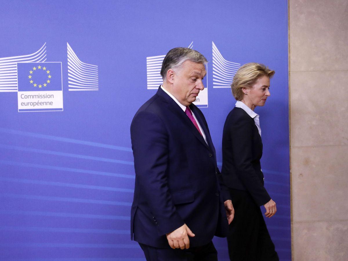 Foto: Viktor Orbán, primer ministro húngaro, junto a Ursula Von der Leyen, presidenta de la Comisión Europea, en Bruselas. (EFE)