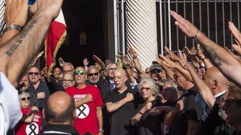 El nº2 del Senado italiano recomienda usar el saludo fascista para evitar el contagio