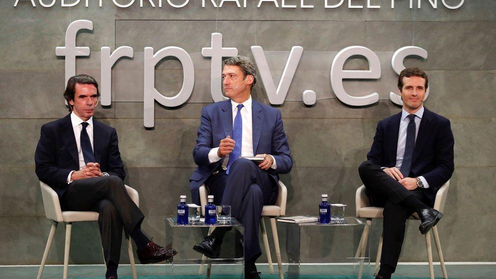 Foto: El expresidente del Gobierno José María Aznar (i), junto al director de la Fundación Rafael del Pino, Vicente J. Montes Gan (c), y el presidente del PP, Pablo Casado. (EFE)