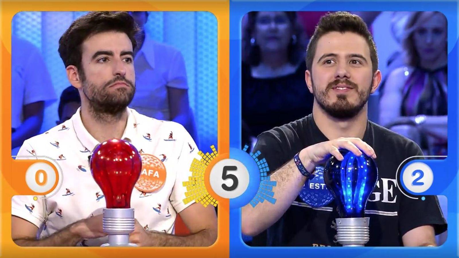 Foto: Rafa Castaño y Orestes Barbero, en la prueba 'La pista musical'. (Mediaset)