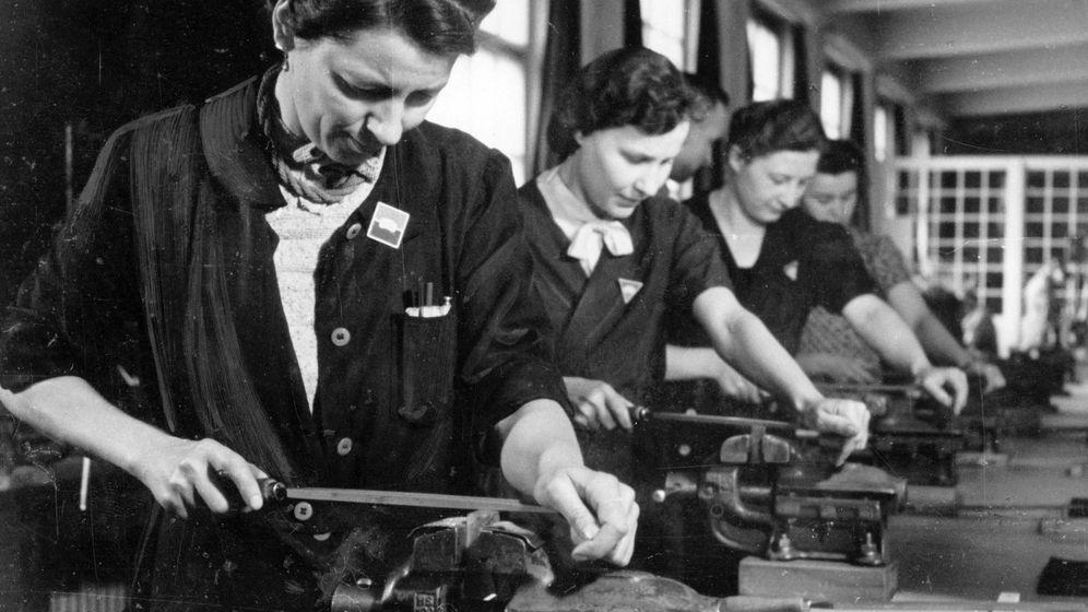 Foto: Obreras en una fábrica de armamento durante la Segunda Guerra Mundial. (Foto: Berliner Verlag/Cordon Press)