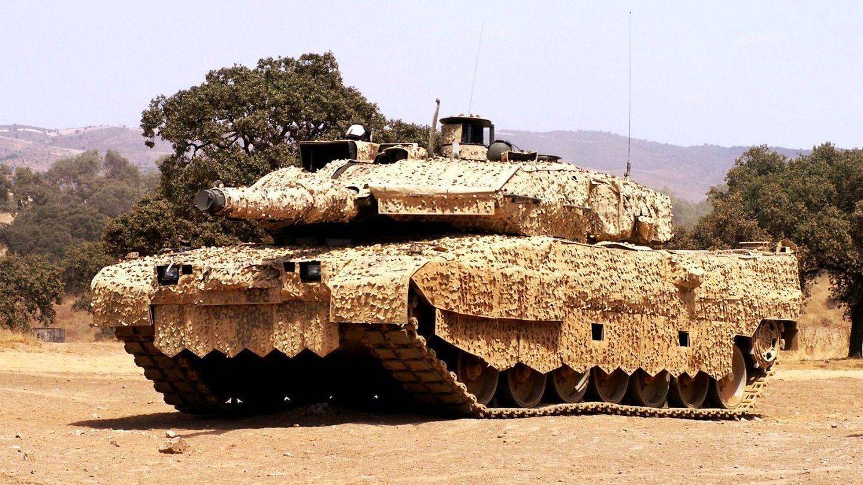 Leopard dane?s con sistema de camuflaje Barracuda (SAAB).