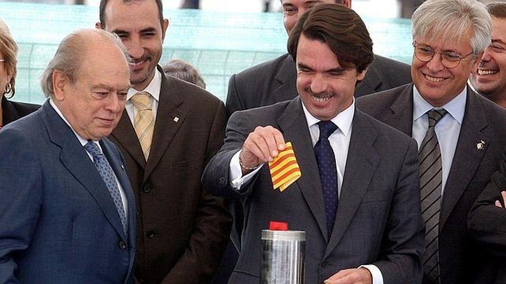 Foto: Jordi Pujol y José María Aznar inaugurando unas instalaciones en el Delta del Ebro en el año 2002. (EFE)