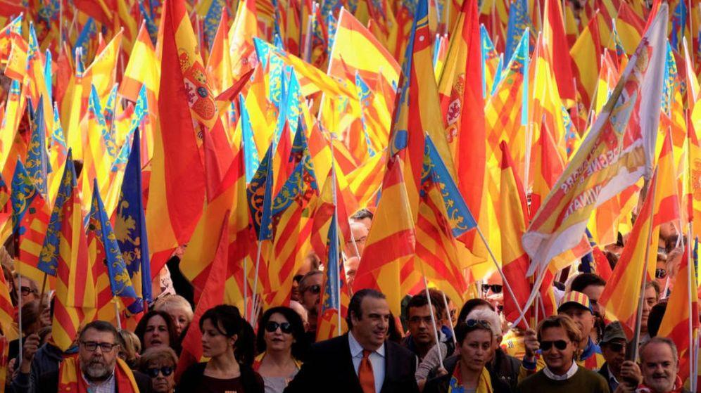 Foto: Sentandreu, con corbata naranja, con Cristina Seguí a su derecha, quiere liderar la lista de Valencia contra el criterio de Llanos