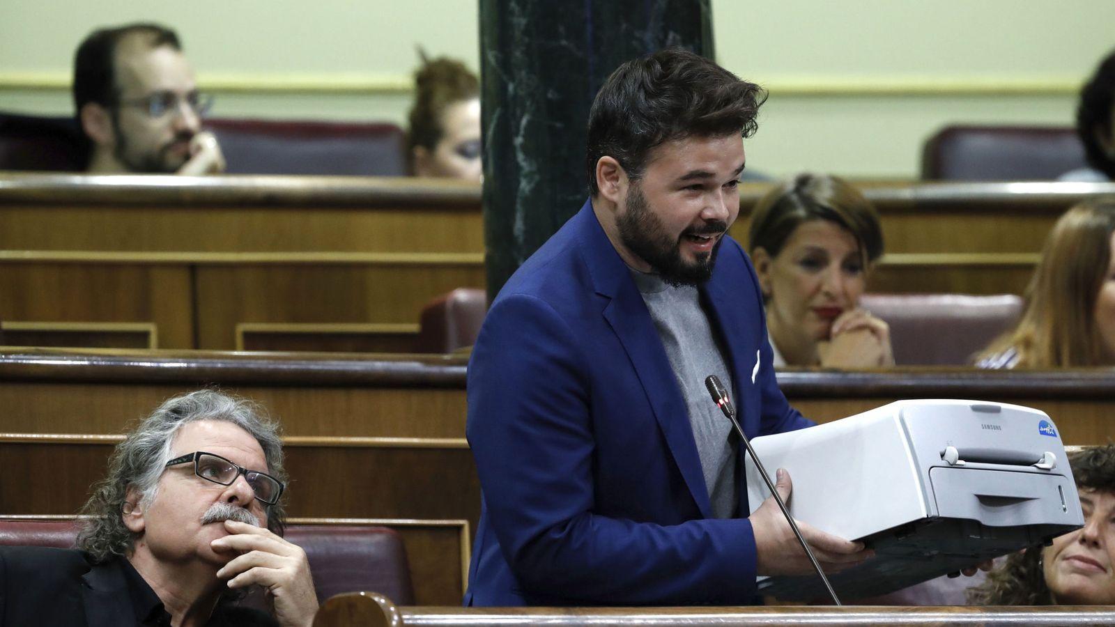 Foto: El portavoz adjunto de ERC en el Congreso, Gabriel Rufián, en la sesión del control al Gobierno de este miércoles. (Efe)