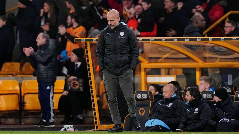 Guardiola, cabizbajo, en el partido contra el Wolverhampton. (Efe)