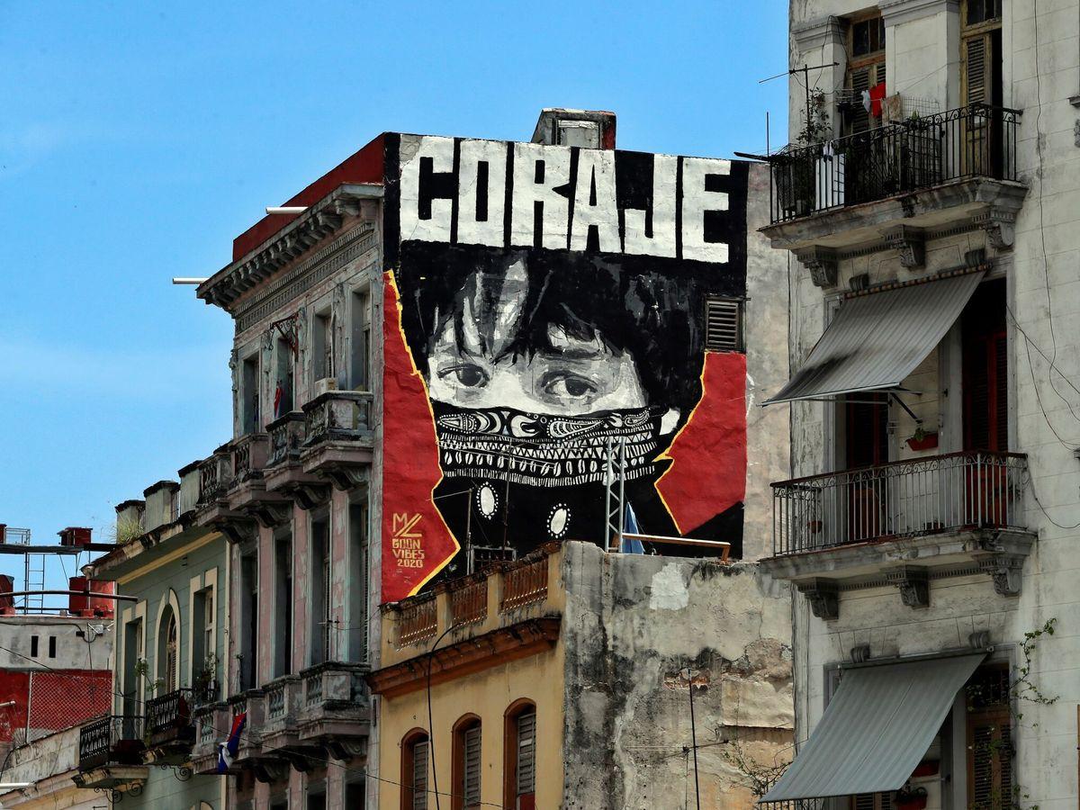 """Foto: Vista de un grafiti con la palabra """"coraje"""", en una calle de La Habana, Cuba. (EFE)"""