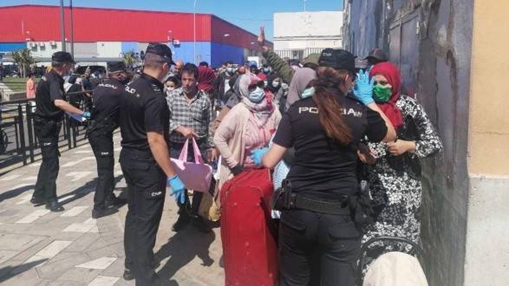 Foto: Los primeros marroquíes cruzaron la frontera terrestre de Melilla con Marruecos el viernes. (Foto: DR)