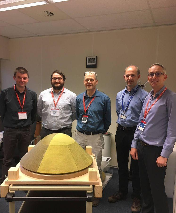 Foto: Parte del equipo que ha participado en el proyecto Mars Sample Return: Grégory Pinaud (ArianeGroup), Jorge Bárcena (Tecnalia), Burkard Esser (DLR), Heiko Ritter (ESA) y Jérôme Bertrand (ArianeGroup).