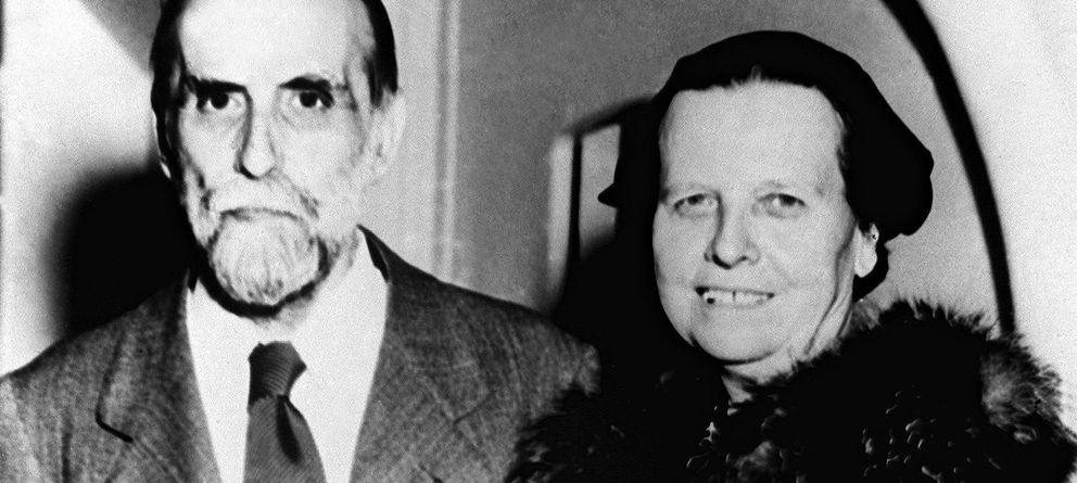 Foto: Juan Ramón Jiménez y su esposa, Zenobia Camprubí (1956). (EFE)