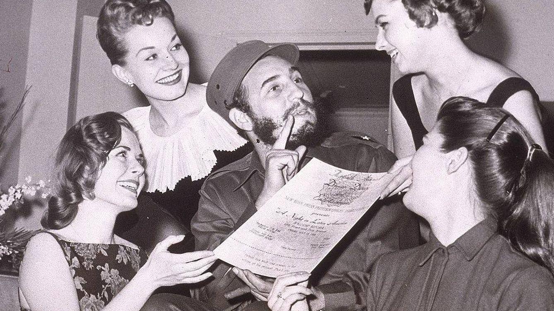 Foto: Fidel Castro rodeado de mujeres (Getty)