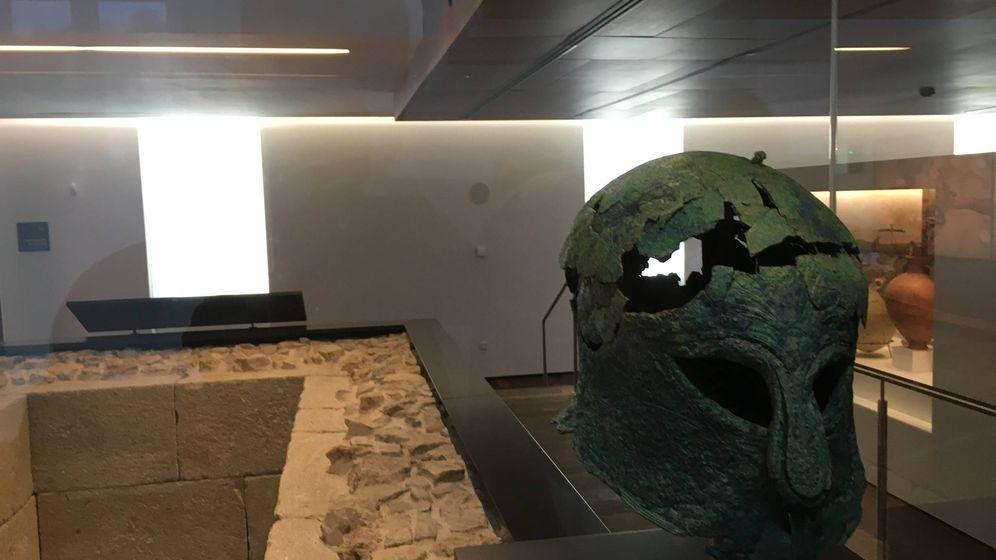 Foto: Sala del nuevo Museo de Málaga. Casco griego. Foto: Agustín Rivera