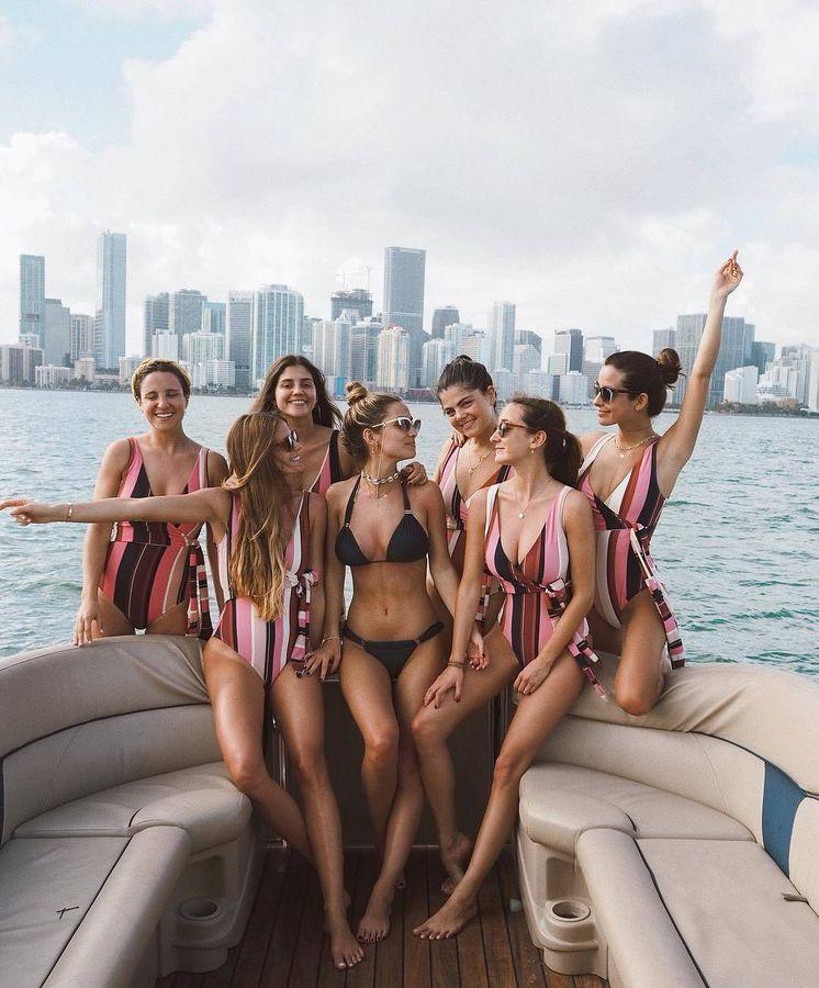 Foto: El grupo de amigas de Pombo, de celebración en alta mar. (Instagram @mariapombo)