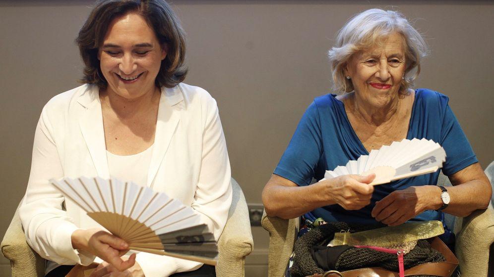 Foto: Ada Colau y Manuela Carmena, las dos alcaldesas que más cobraron en 2018. (EFE)
