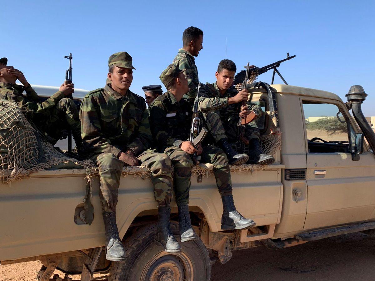 """Foto: Soldados saharauis en Rabuni, """"zona liberada"""". (EFE)"""