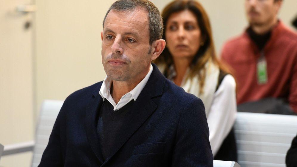 Foto: El expresidente del FC Barcelona Sandro Rosell, en el banquillo de los acusados. (EFE)