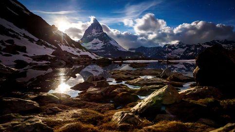 Amanecer en la montaña suiza de Matterhorn