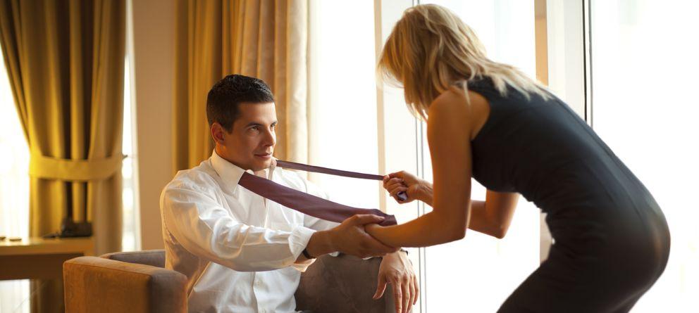 Foto: Las mujeres no solo buscan un vínculo afectivo en la infidelidad. (iStock)