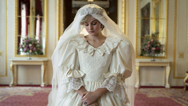 Lady Di, en el palacio de Buckingham en una escena de 'The Crown'. (Netflix)