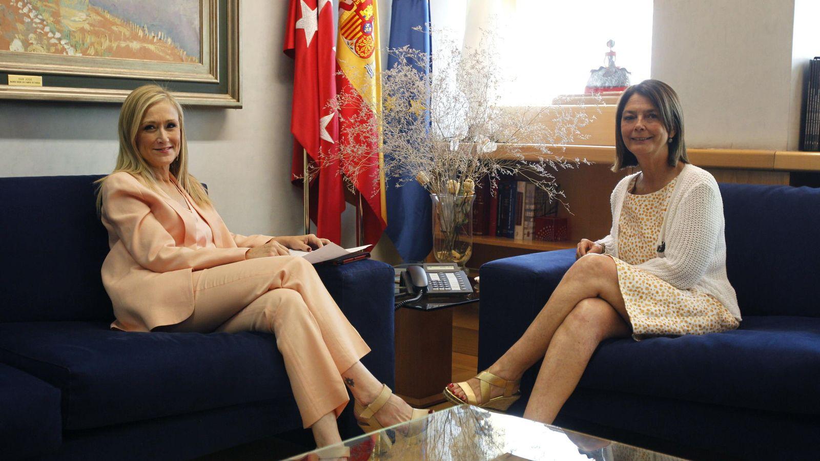 Foto: Cristina Cifuentes y Paloma Adrados. (EFE)