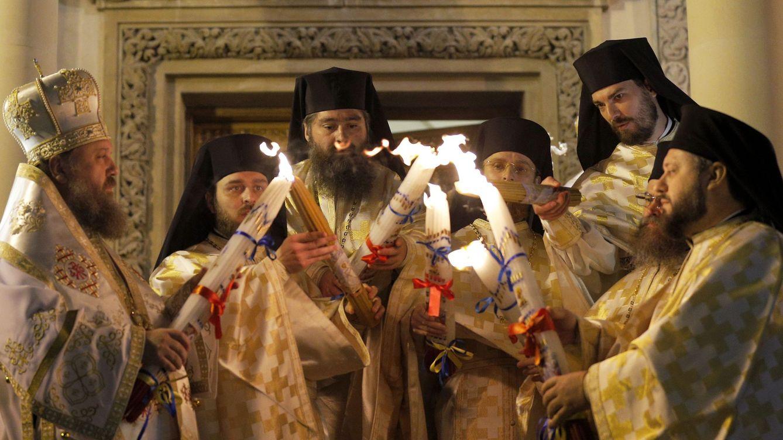 Foto: Sacerdotes ortodoxos rumanos durante una ceremonia de Pascua en Bucarest, el 20 de abril de 2016 (EFE)