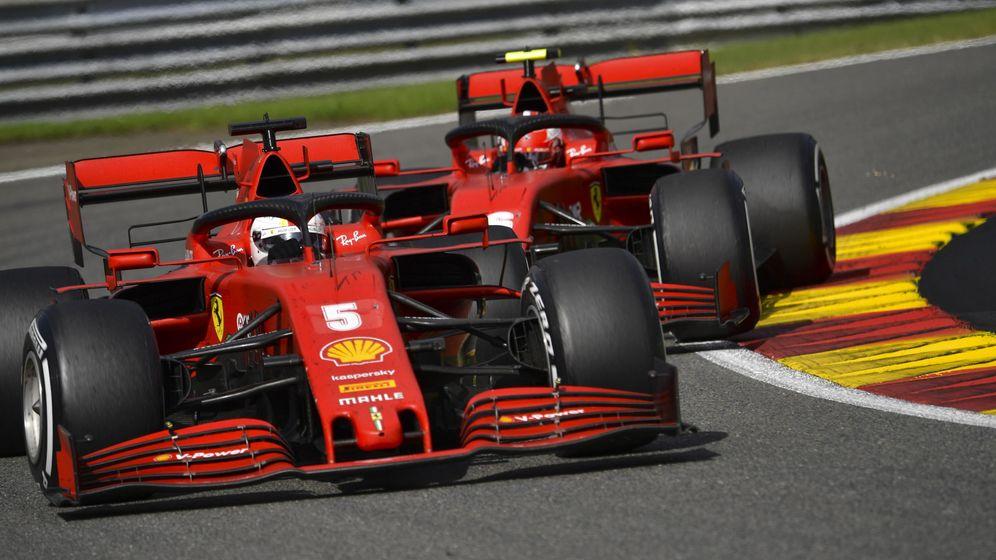 Foto: Vettel y Leclerc, durante el Gran Premio de Bélgica. (EFE)