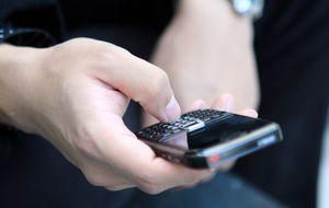 Empresas públicas y privadas dan el 'sablazo' al cliente con números 902