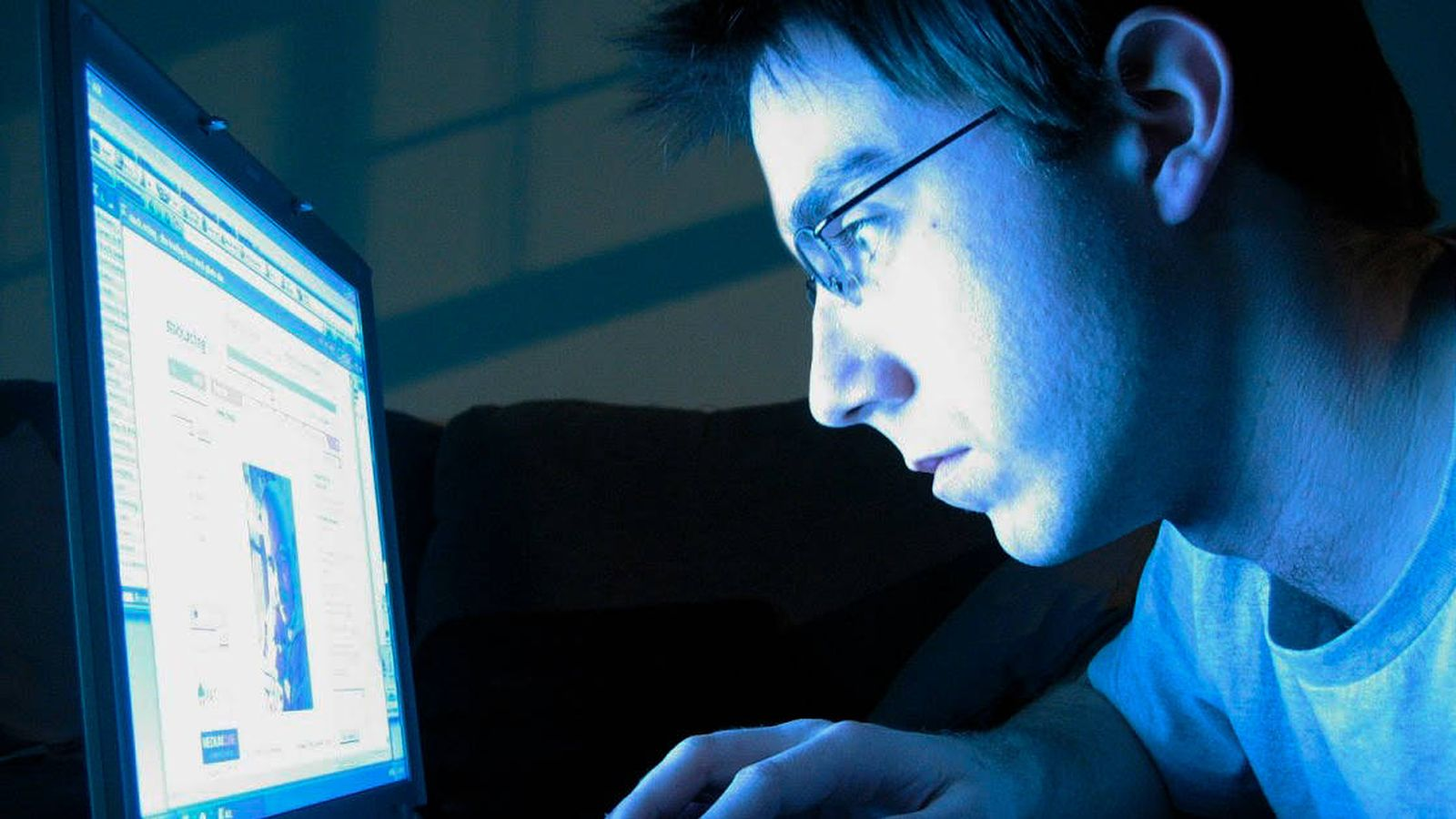 a15b03a5a3 Informática: ¿Muchas horas frente a la pantalla? Qué usar (y qué no) para  proteger tu vista de la luz azul