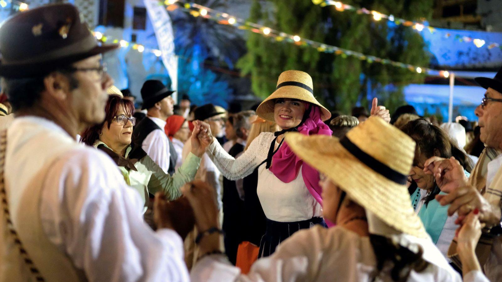 Foto: Dia de canarias. baile de taifas en Fuerteventura   EFE