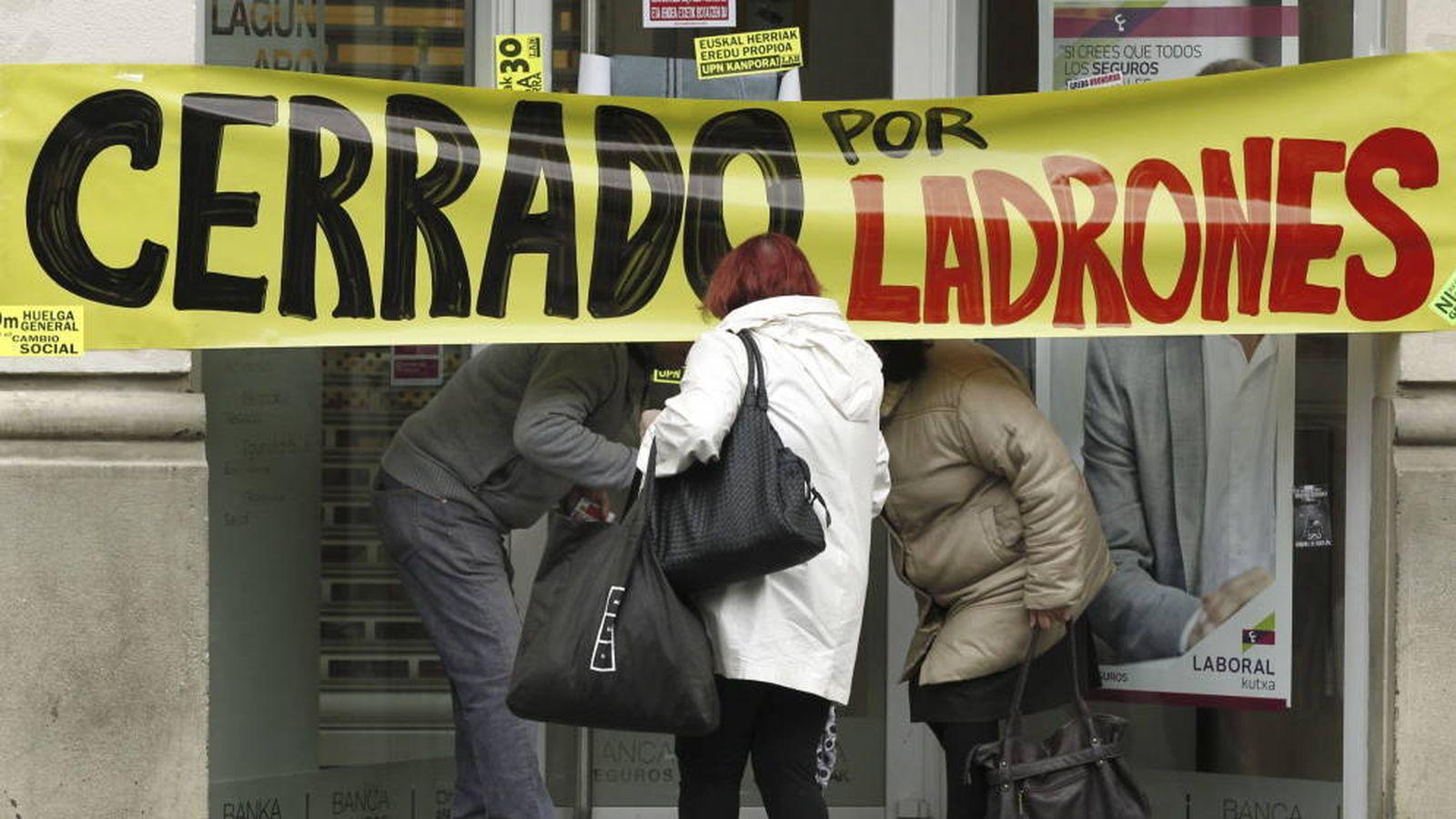Foto: Protesta en contra de los recortes, la reforma laboral y la corrupción.