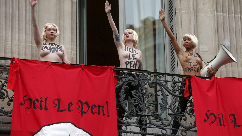Femen boicotea a Le Pen comparándola brazo en alto con Hitler en París: Heil Le Pen